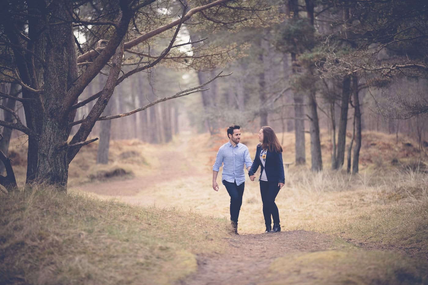 The couple is walking in the park
